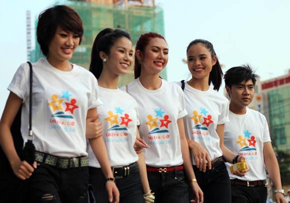 don-dau-xu-huong-mac-dep-khi-may-ao-thun-dong-phuc-3